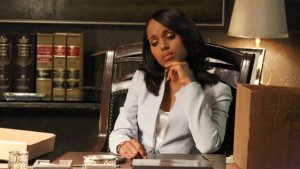 scandal_kerry_washington_desk_a_l