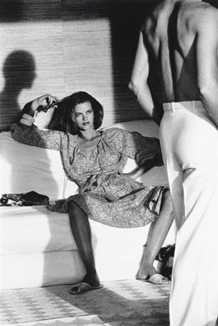 helmut-newton-woman-observing-man,-saint-tropez